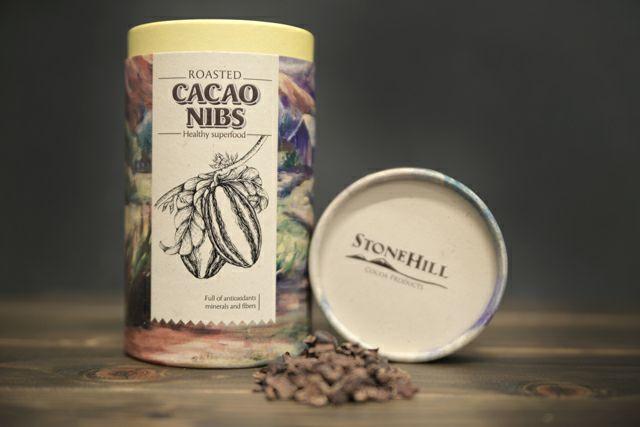 自然を生かし、無農薬で丁寧に栽培されたベトナム産カカオニブの味は、これまでのカカオの常識を覆します。その上品な香りと味わいを、多くの人に普段遣いで気軽に楽しんでほしい!