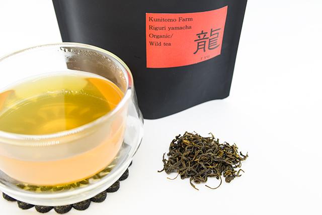 慣れ親しんだ地元の在来茶を全国区に。自然の叡智に学び、唯一無二の美味しさに挑んだ苦節10年の軌跡。