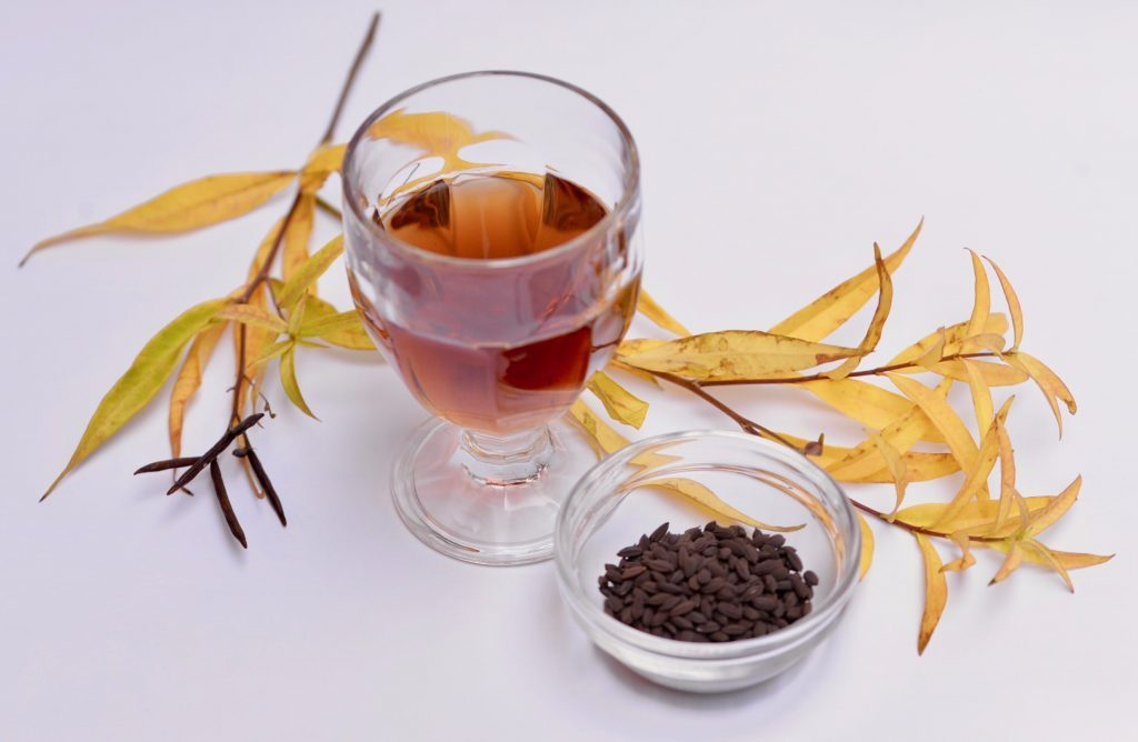 母のガン治療を共に乗り越えて生まれた無農薬・無肥料・在来種の「籾付き玄米茶」