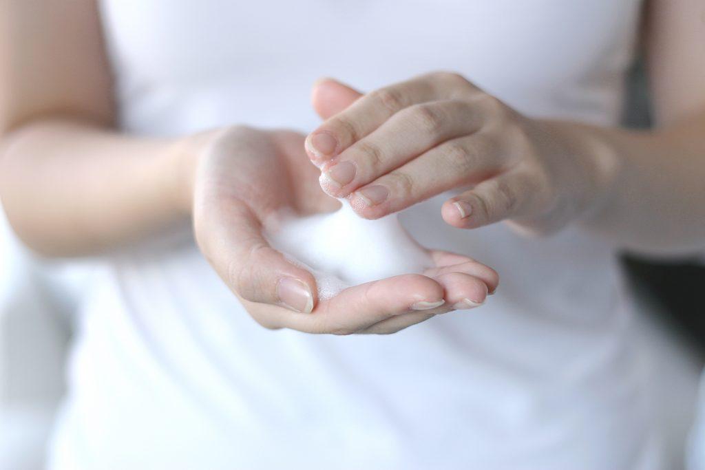 今人気のオーガニック洗顔石鹸の使い方 敏感肌や毛穴汚れにも言うことなし!