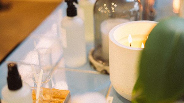 天然蜜蝋アロマキャンドルの使い方|リラックスしたいあなたへ