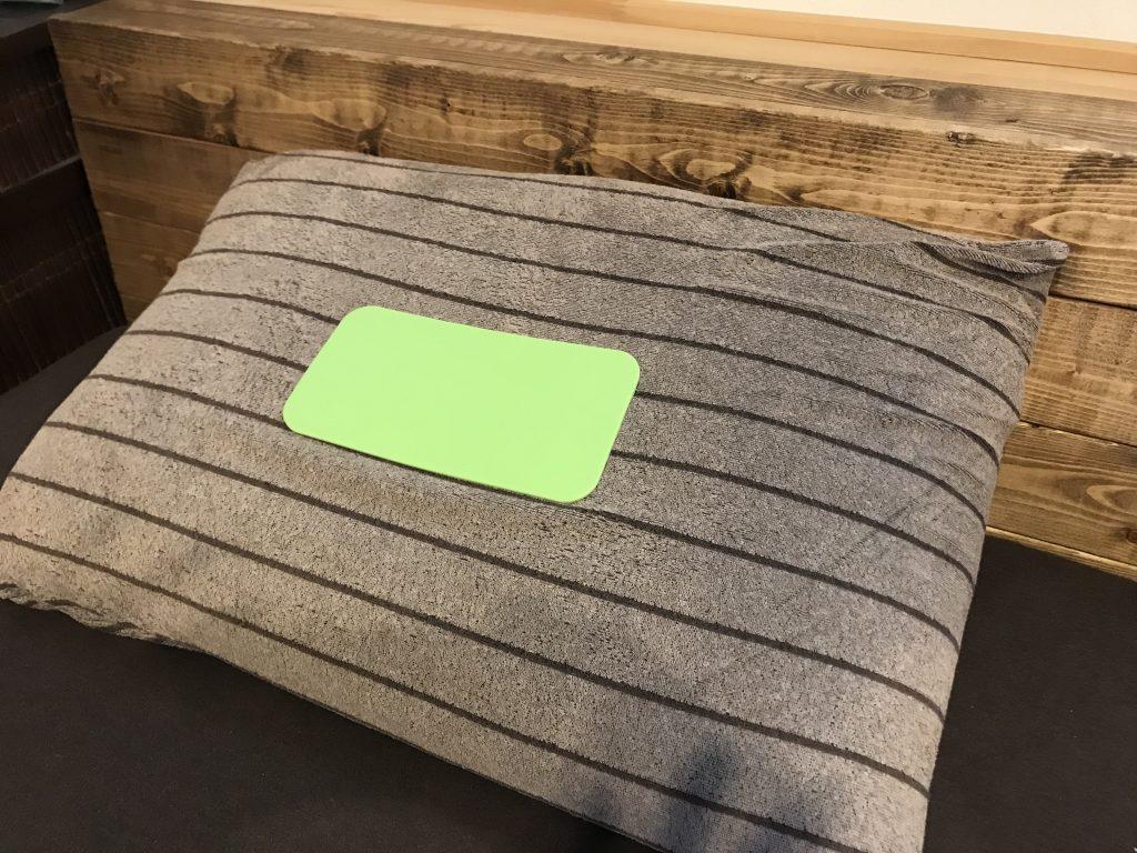 びっくりの【電磁波対策睡眠グッズ】安眠枕! これ1つでパパが寝坊!?